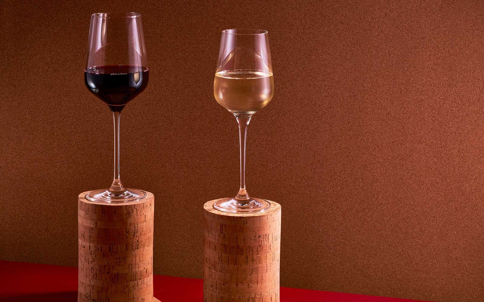 Pop or Screw? Scientists to make sense of the cork vs screwcap debate, and invite the public to take part